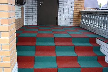 Терасса выложенная плиткой.